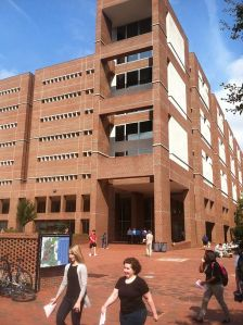 Davis Library, UNC-Chapel Hill Image Credit: Wikimedia Commons, Jsantoyo21 CC BY-SA 4.0 https://commons.wikimedia.org/wiki/ File:Davis_Library_at_The_University_ of_North_Carolina_at_Chapel_Hill.JPG